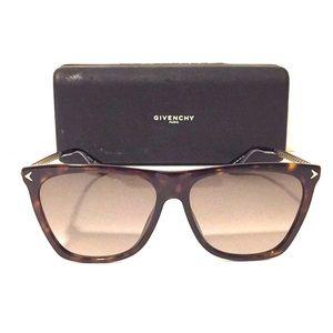 Givenchy Tortoise GV 7096/S Sunglasses!!